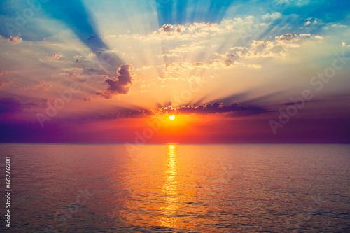 Fotomural sunrise in the sea