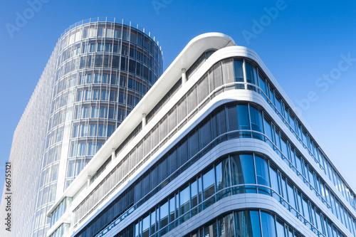 Leinwand Poster modernes Bürogebäude in Deutschland  - Hochhaus