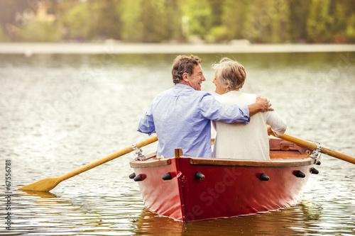 Carta da parati Senior couple on boat