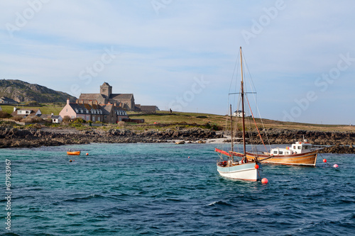 Approaching Isle of Iona from the sea Fototapeta