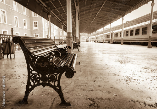 Carta da parati bench on Sirkeci railway station