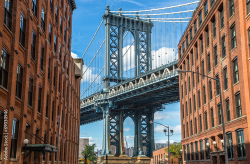 Fotografia New York City Brooklyn old buildings and bridge in Dumbo