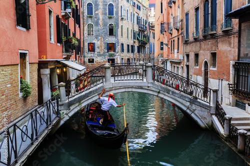 Photo Venice, Italy - Gondolier and historic tenements