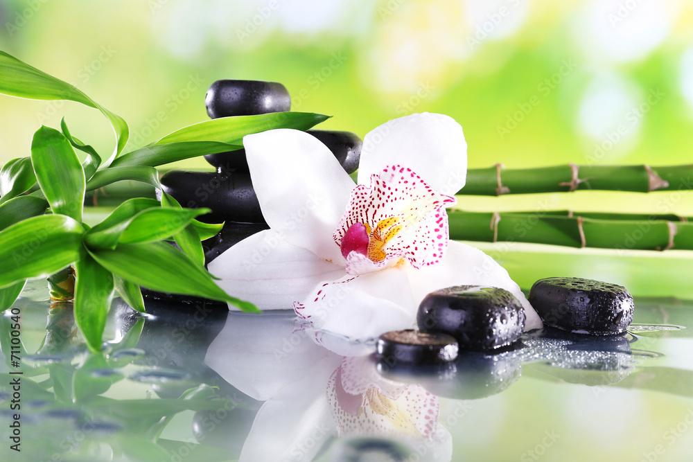 Kamienie Spa, gałęzie bambusa i Biała orchidea <span>plik: #71100540 | autor: Africa Studio</span>