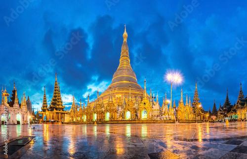 Leinwand Poster Shwedagon in twilight