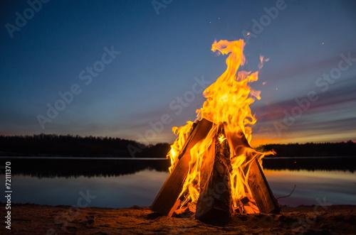 Leinwand Poster Bonfire am Strand Sand