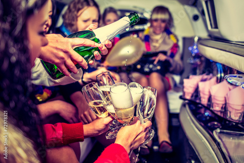 Stampa su Tela Hen-party with champagne