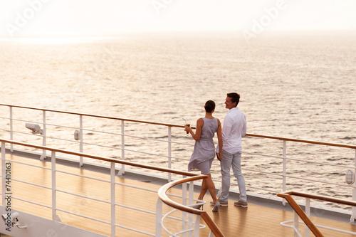 Fotografía couple walking on cruise ship deck