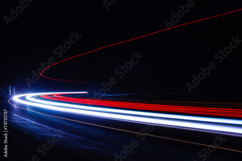 Photo Light tralight trails in tunnel. Long exposure photo in a tunel