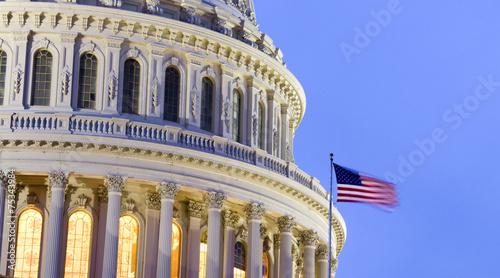 Kopuła budynku Kapitolu Stanów Zjednoczonych o zmierzchu