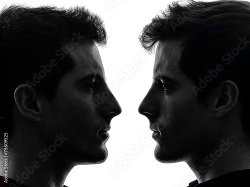 Photo close up portrait two  men twin brother friends silhouette