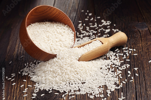 Fotografia Rice in bowl and scattered near