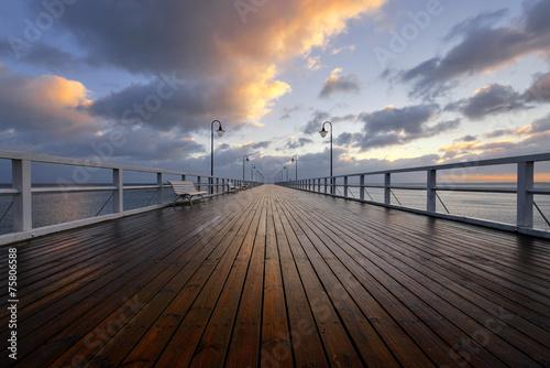 Fototapeta premium Molo i wschod słonca nad Morzem Bałtyckim