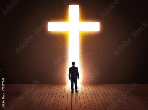 Foto Man looking at bright cross sign