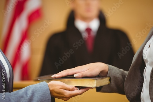 Fotografie, Obraz Witness swearing on the bible telling the truth