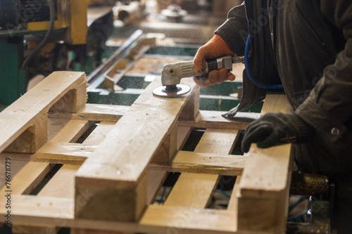Carta da parati Polishing of a wooden pallet