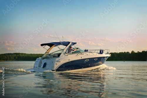 Stampa su Tela Motorboat yacht