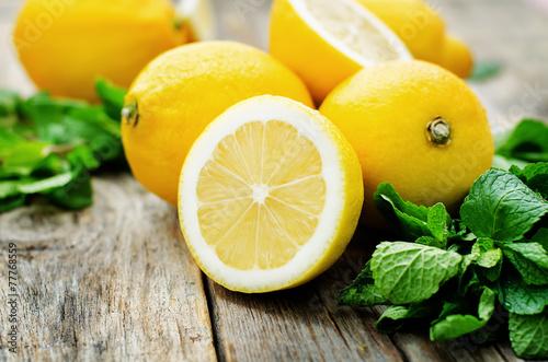 Fototapeta lemons and mint