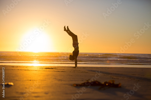 Fotografie, Tablou Handstand by the beach