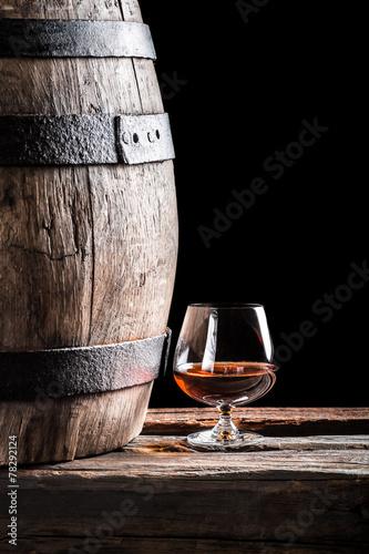Tablou Canvas Glass of cognac and old oak barrel