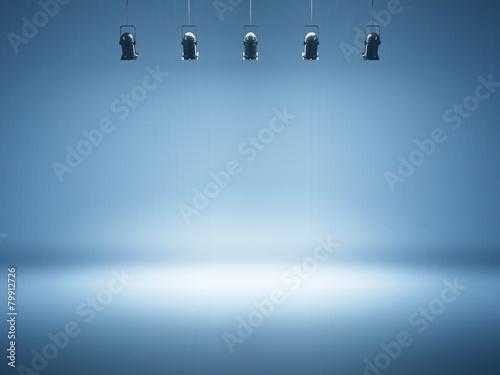 Fotografía blue spotlight background with studio lamps