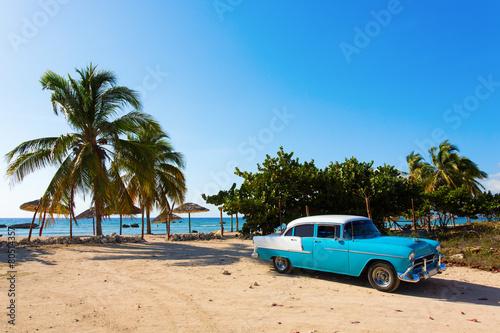 Canvas Print Old classic car on the beach of Cuba