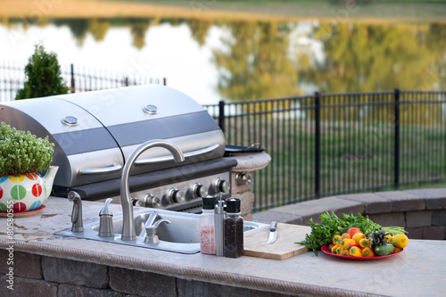 Fotografia Preparing a healthy meal in an outdoor kitchen