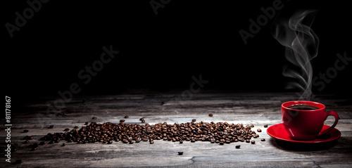 Kaffeetasse mit Kaffeebohnen Hintergrund #81178167