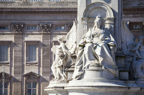 Fotografia Victoria Memorial and Buckingham Palace in London