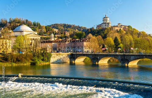 Obraz na plátně Pohled Turín přes řeku Pád - Itálie