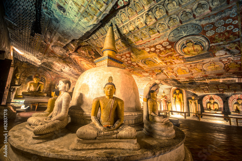 Canvas Print Buddha statues in Dambulla Cave Temple, Srilanka