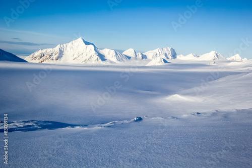 Arctic winter in south Spitsbergen Fototapeta