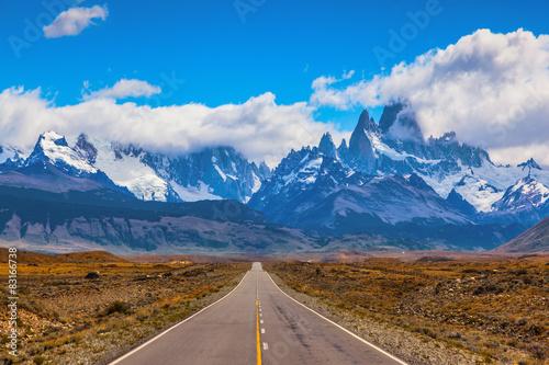 Obraz na płótnie The road through the desert
