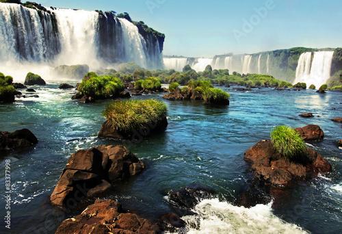 Fototapeta Wodospad Iguazu w czasie słonecznego dnia na wymiar