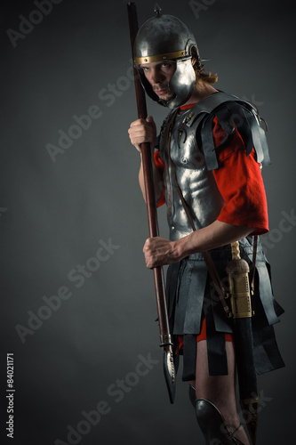 Obraz na plátně Roman soldier in armor with a spear in hand