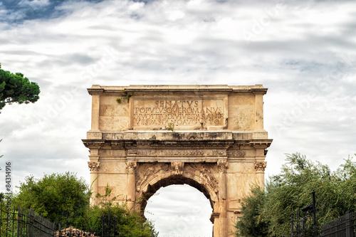 Fotografia Ancient Arch of Titus in Roman Forum, Rome, Italy