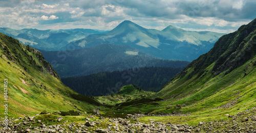 Obraz na plátně Beautiful mountain valley