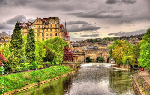 Tableau sur Toile View of Bath town over the River Avon - England