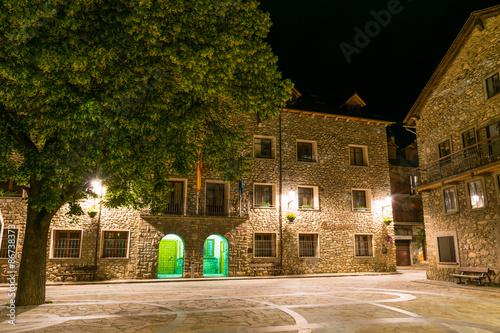 Fotografie, Obraz Plaza del Ayuntamiento de Benasque en Aragón