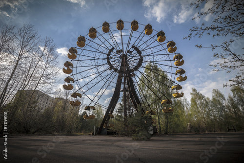 Leinwand Poster Ferris wheel in amusement park in Pripyat