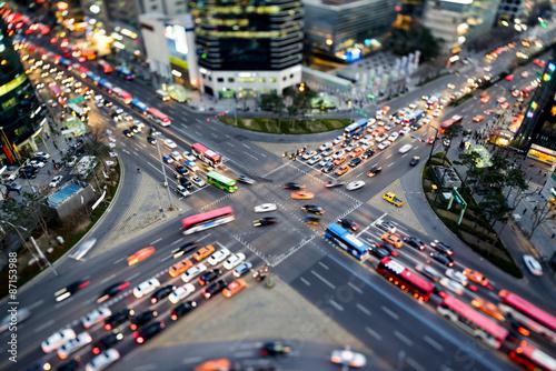 Belebte Straßenkreuzung in Gangnam Seoul