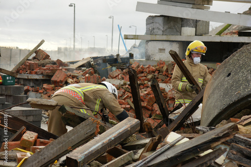 Slika na platnu city earthquake disaster zone