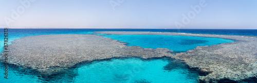 wunderschönes Panorama eines Korallenriffs in Ägypten #87826313