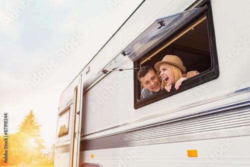 Cuadros en Lienzo Young couple sitting in a camper van