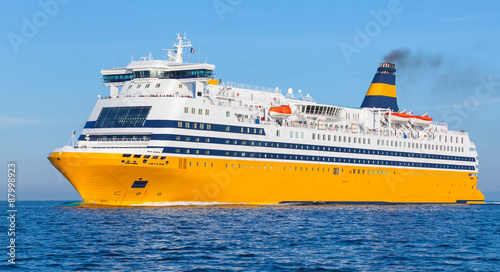 Photo Yellow passenger ferry goes on the Sea