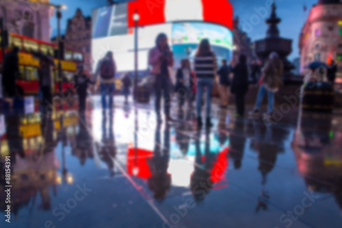Платно Defocused blur of lights, people and reflections at night in Piccadilly Circus,