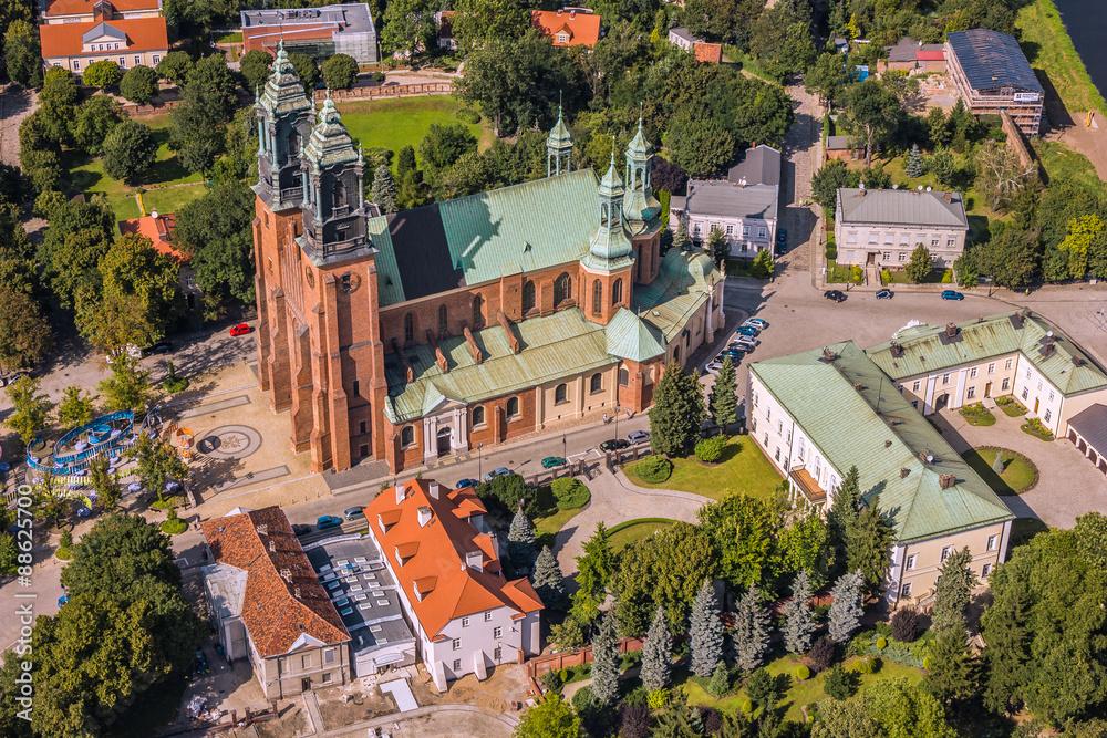 Poznań, Ostrów Tumski z Katedrą z lotu ptaka <span>plik: #88625700 | autor: Piotr Gołębniak</span>