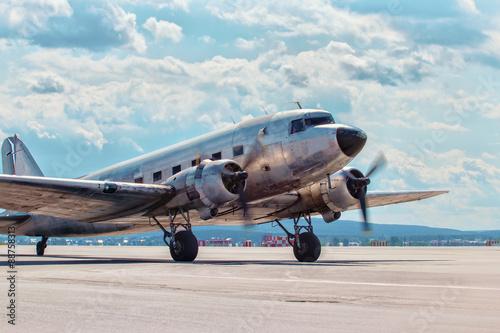 Obraz na plátně Dakota Douglas C 47 transport old plane boarded on the runway