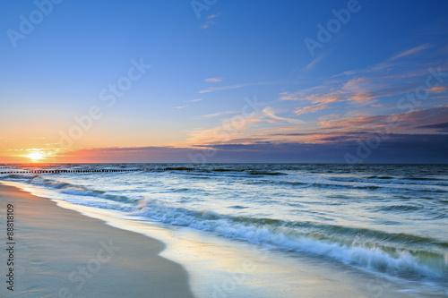 Fototapeta Piękny zachód słońca nad Morzem Bałtyckim z widokiem