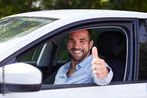 Obraz na płótnie Mężczyzna jazdy samochodem